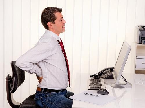 Rückenschmerzen bei Arbeiten im Büro