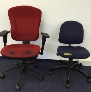 Ergonomisch nicht ideal: alte, abgenutzte Bürostühle