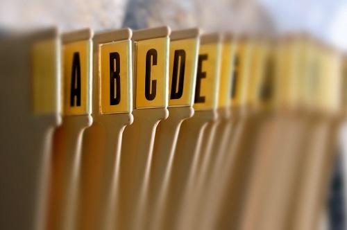 Ordnung im Büro: mit alfabetischem Hängeregister