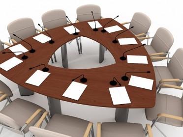 Rund, oval, eckig: Konferenztische für jeden Bedarf