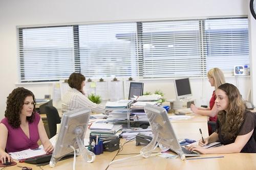 Auch im Großraumbüro effizient arbeiten? Kein Problem!