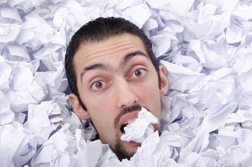Papierloses Büro verhindert unnötigen Papierabfall.
