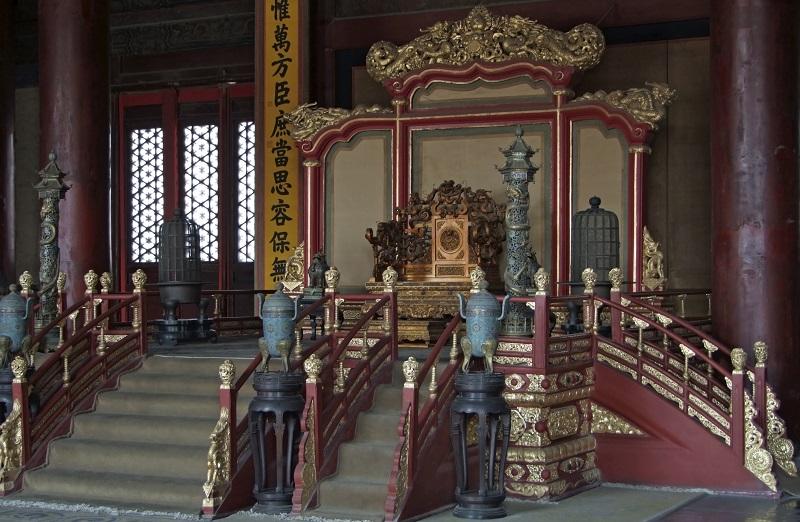 Chinesischer Thron in der Verbotenen Stadt in Peking - Der Vorgänger moderner Chefsessel?