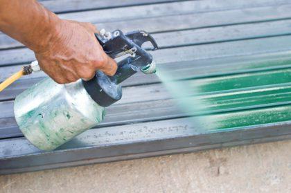 Metall lackieren: Stahlmöbel neu streichen – eine Kurzanleitung